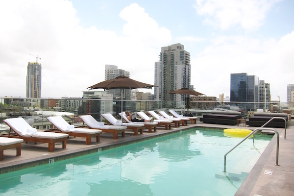 andaz-rooftop-brunch-san-diego-pool